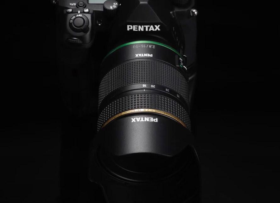 Pentax muestra dos nuevos objetivos y da más detalles sobre su próxima réflex APS-C